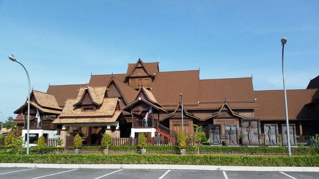Tempat-Menarik-Di-Melaka-Hang-Tuah-Centre