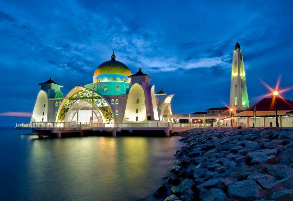Tempat-Menarik-Di-Melaka-Masjid-Selat