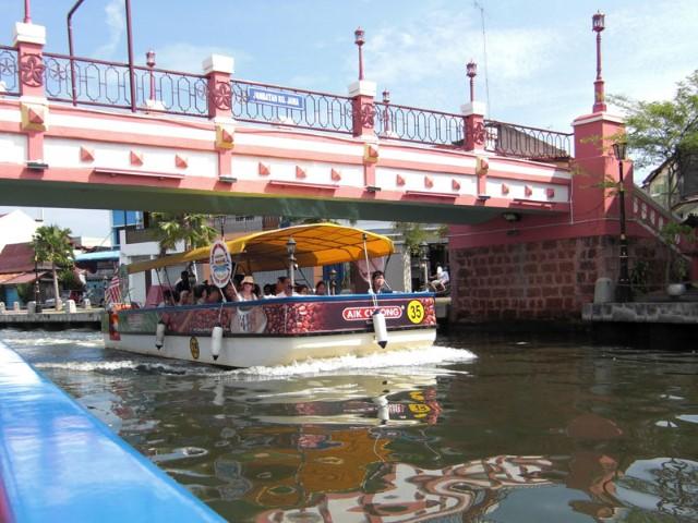 Tempat-Menarik-Di-Melaka-Melaka-River-Cruise