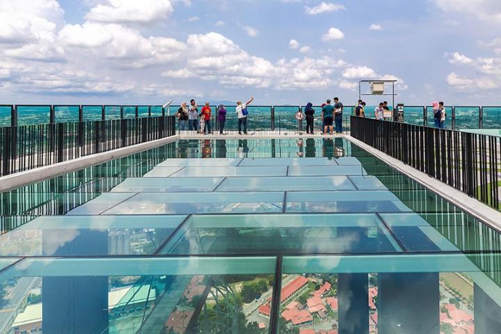 Tempat-Menarik-Di-Melaka-The-Shore-Sky-Tower