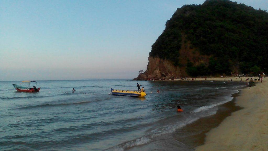 Tempat-Menarik-Di-Terengganu-Pantai-Bukit-Kluang