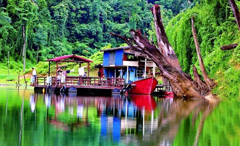 Tempat-Menarik-Di-Terengganu-Tasik-Kenyir