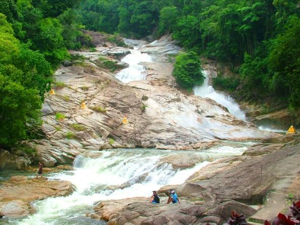 Tempat-Menarik-di-Pahang-Air-Terjun-Chamang