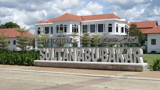 Tempat-Menarik-di-Pahang-Muzium-Sultan-Abu-Bakar