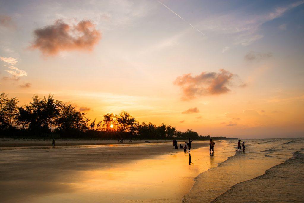 Tempat-Menarik-di-Pahang-Pantai-Air-Leleh
