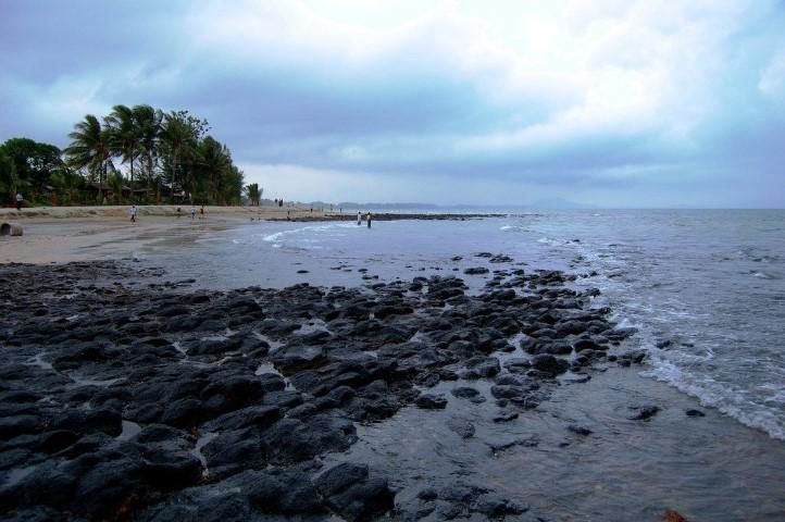 Tempat-Menarik-di-Pahang-Pantai-Batu-Hitam