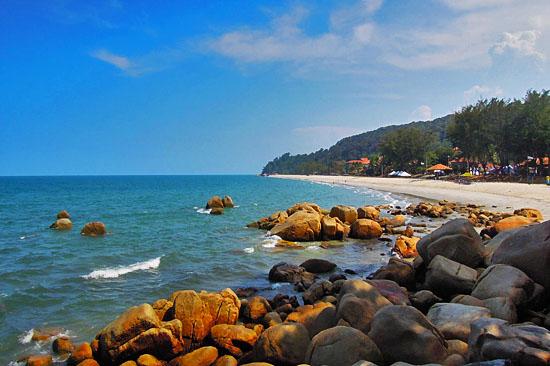 Tempat-Menarik-di-Pahang-Pantai-Teluk-Cempedak
