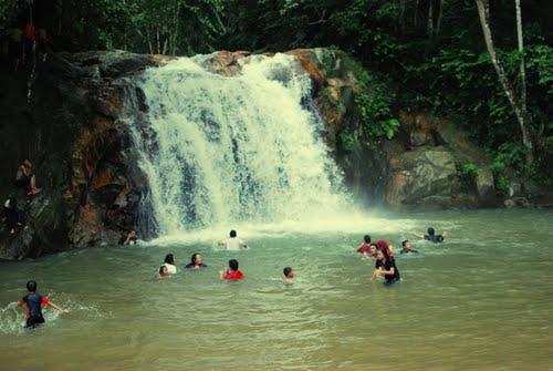 Tempat-Menarik-di-Selangor-Air-Terjun-Serendah