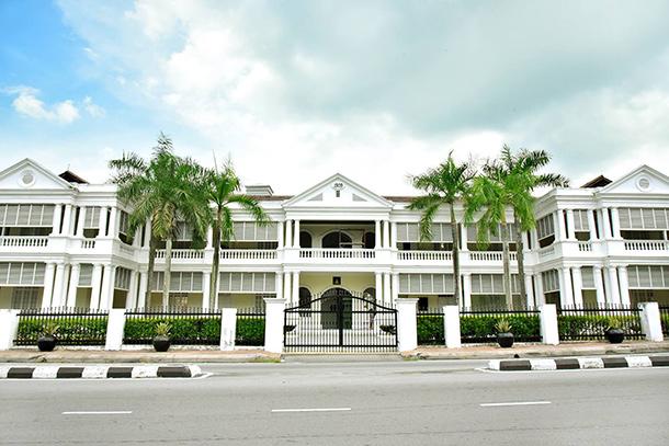 Tempat-Menarik-di-Selangor-Galeri-Diraja-Sultan-Abdul-Aziz