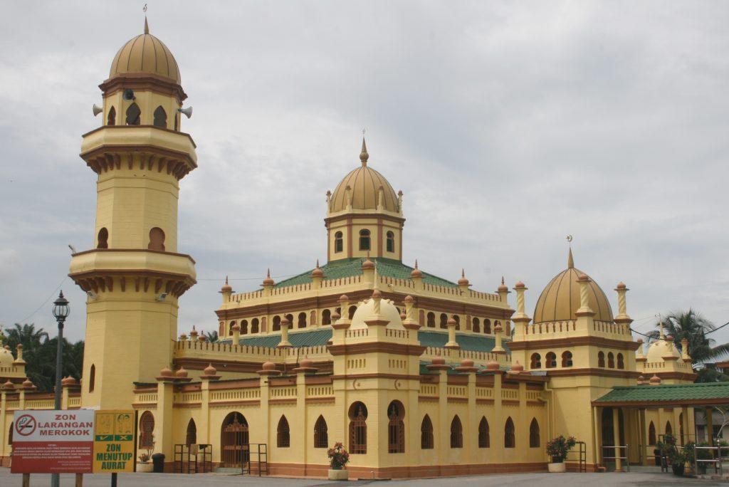 Tempat-Menarik-di-Selangor-Masjid-Diraja-Sultan-Alaeddin