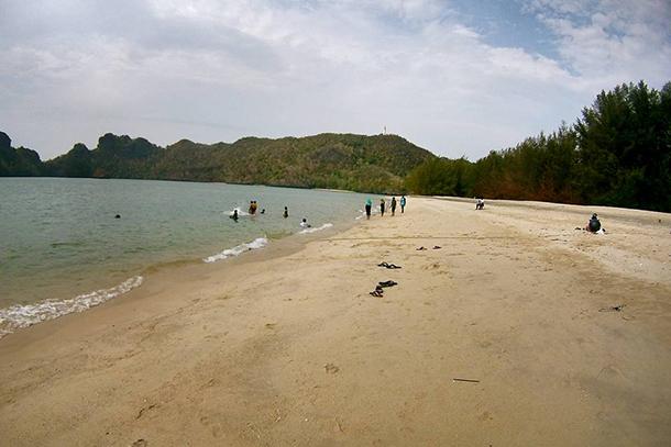 Tempat-Menarik-di-Selangor-Pantai-Tanjung-Rhu
