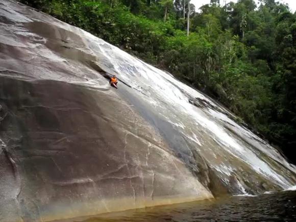 Tempat-Menarik-Di-Kelantan-Air-Terjun-Jelawang