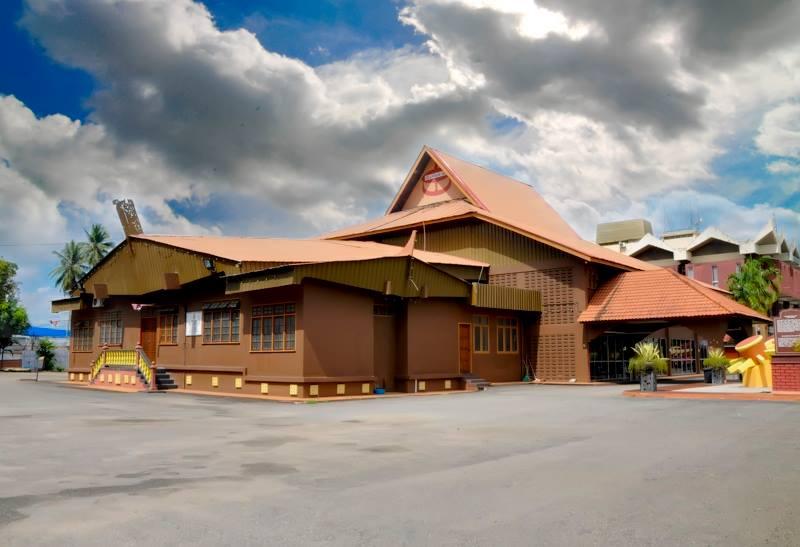 Tempat-Menarik-Di-Kelantan-Gelanggang-Seni