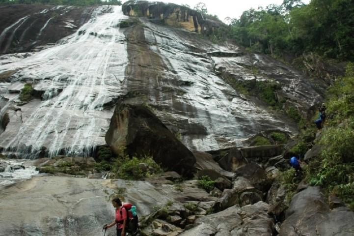Tempat-Menarik-Di-Kelantan-Gunung-Stong