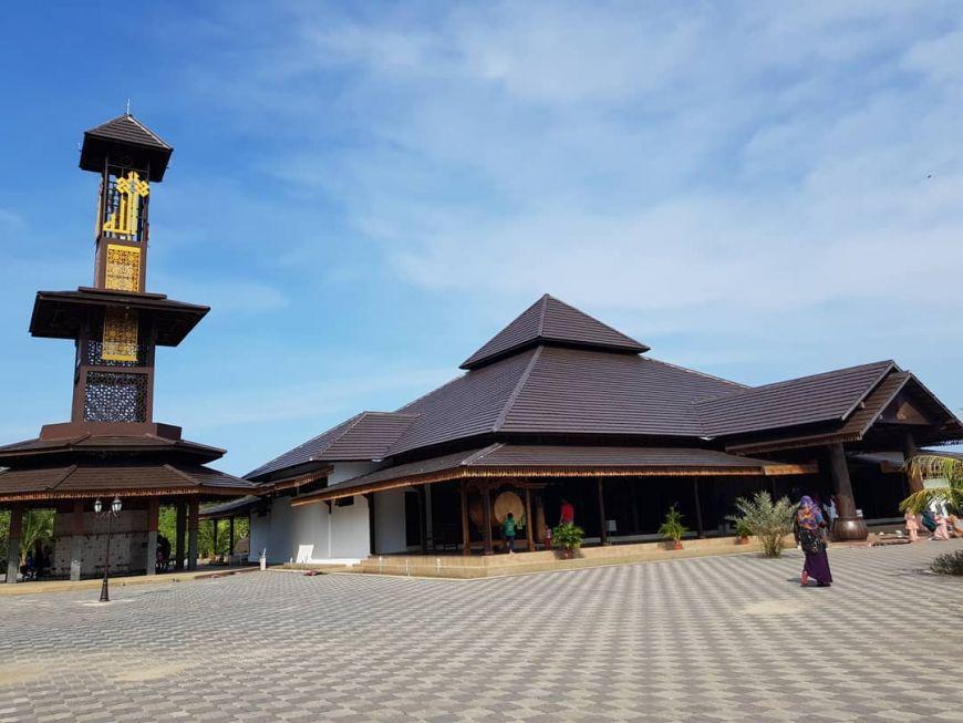 Tempat-Menarik-Di-Kelantan-Masjid-Ar-Rahman