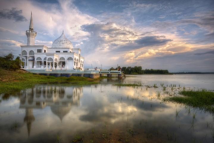 Tempat-Menarik-Di-Kelantan-Masjid-Brunei-@-Masjid-Terapung-Pasir-Mas