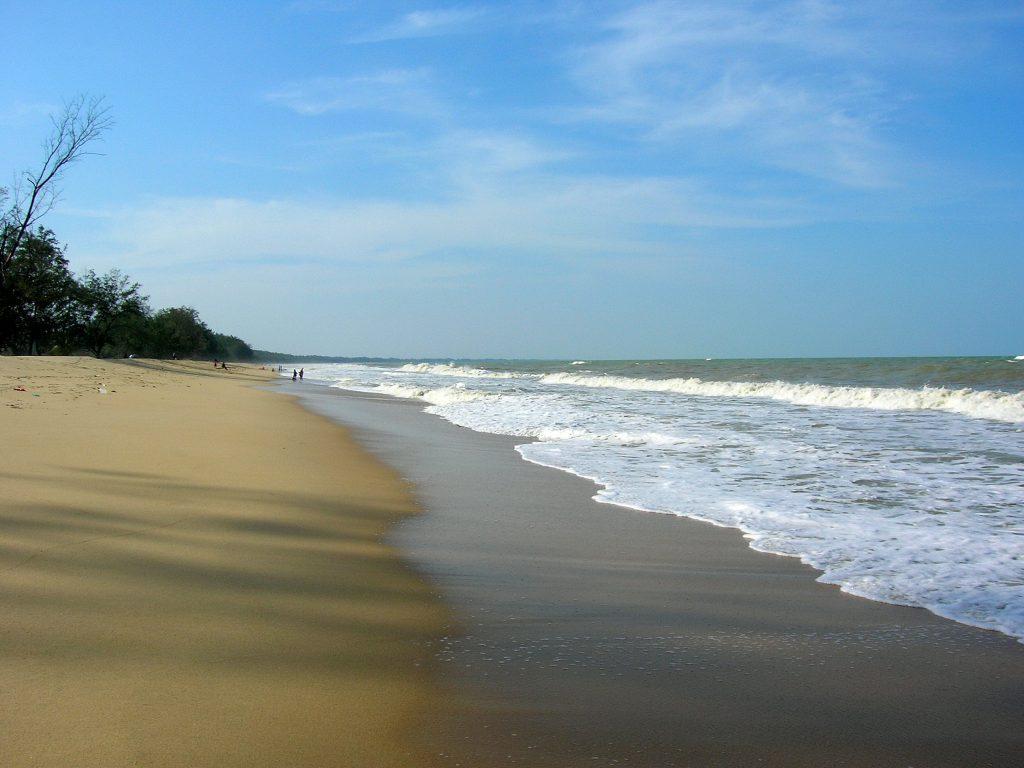 Tempat-Menarik-Di-Kelantan-Pantai-Bisikan-Bayu