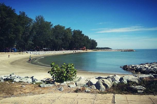Tempat-Menarik-Di-Kelantan-Pantai-Irama