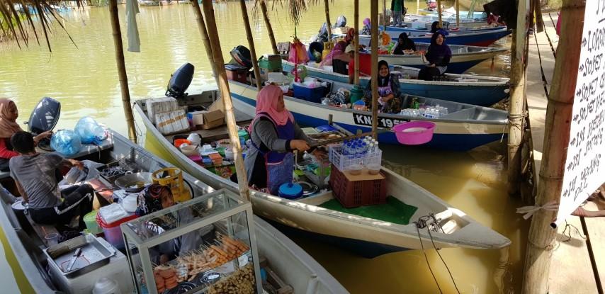 Tempat-Menarik-Di-Kelantan-Pasar-Terapung-Pulau-Suri