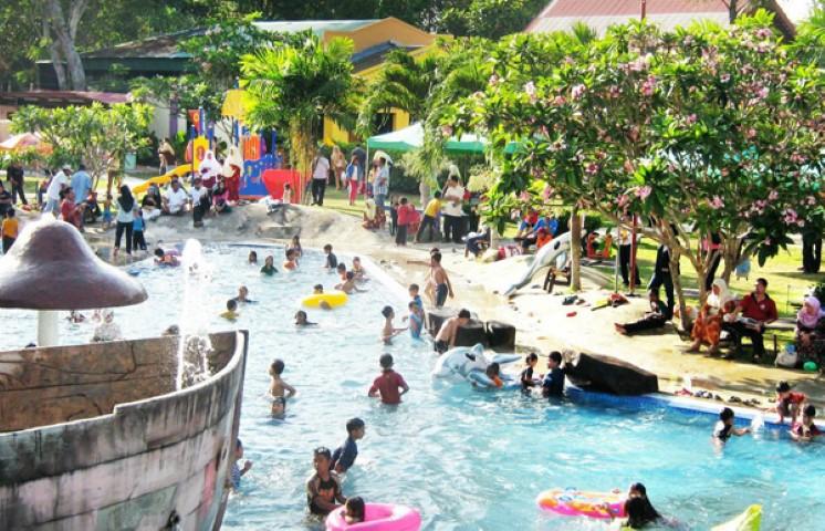 Tempat-Menarik-Di-Kelantan-Taman-Air-Splash
