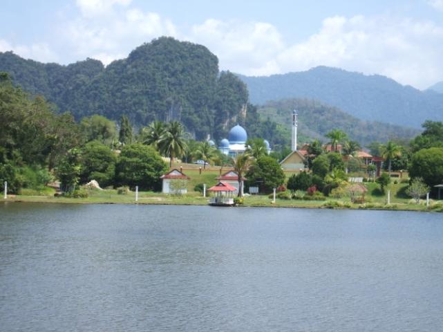 Tempat-Menarik-Di-Kelantan-Tasik-Ketitir