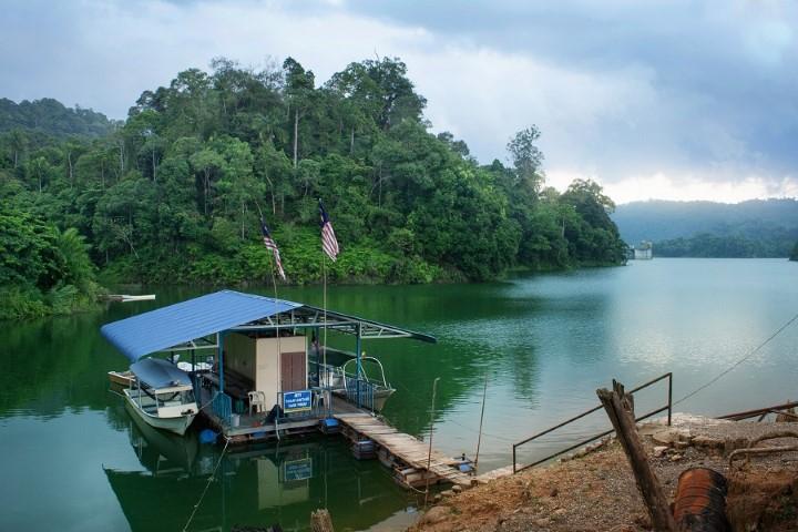 Tempat-Menarik-Di-Kelantan-Tasik-Pergau