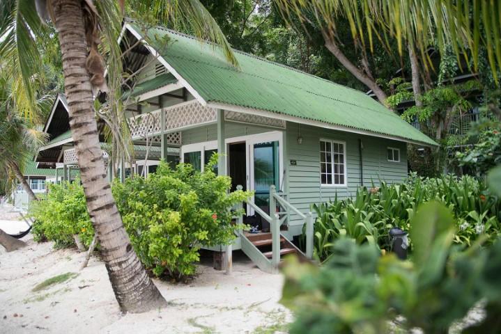 Tempat-Menarik-di-Pulau-Rawa-Beachfront-Chalet