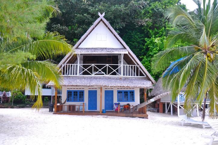 Tempat-Menarik-di-Pulau-Rawa-Coconut-Tree