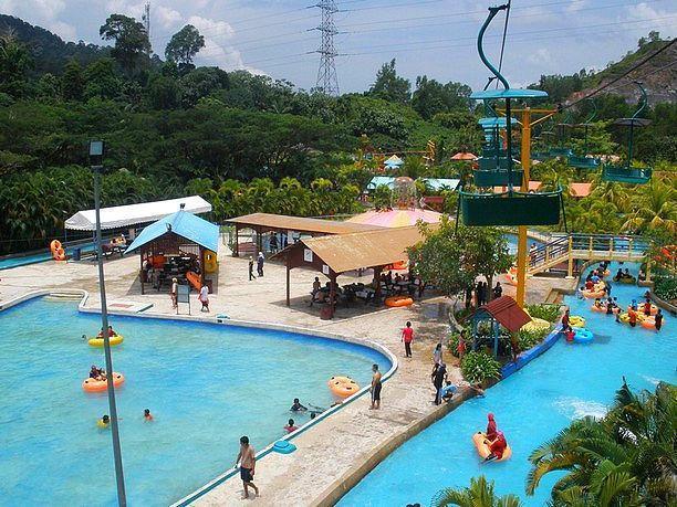 Tempat-Menarik-di-Perak-Bukit-Merah-Laketown-Resort