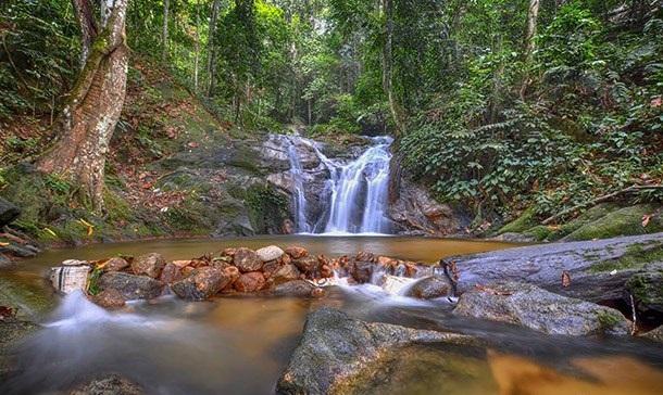 Tempat-Menarik-di-Kedah-Air-Terjun-Batu-Hampar
