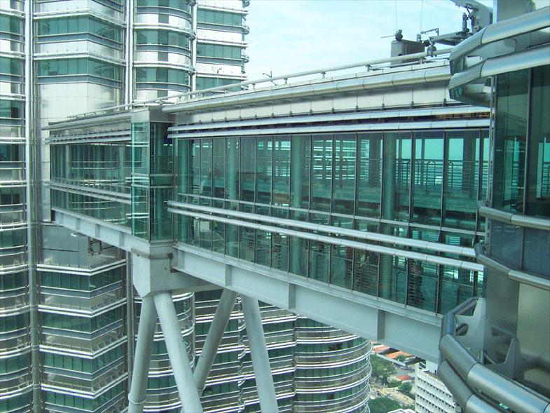 Tempat-Menarik-Di-Kuala-Lumpur-SkyBridge-KLCC